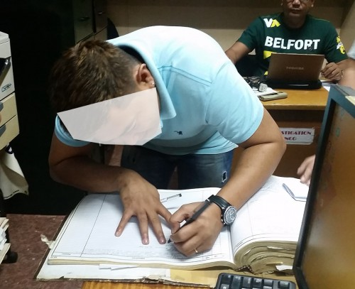 Buyer of my stolen gears signing the blotter